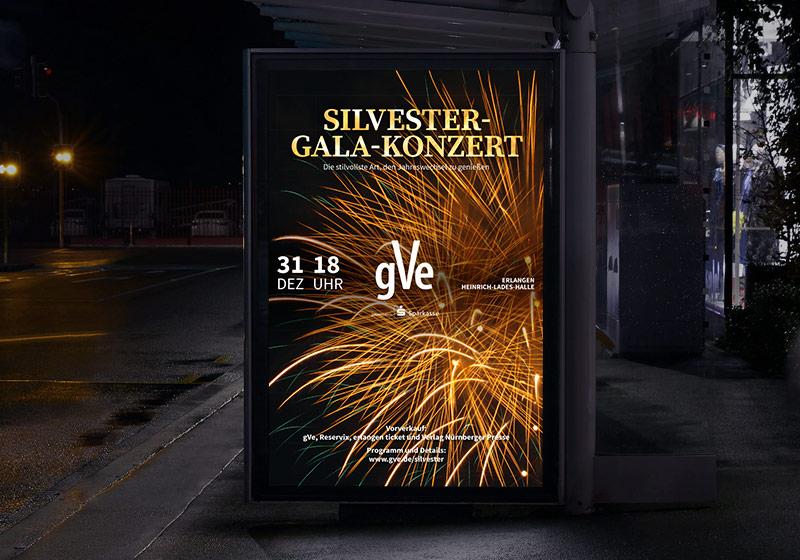 gVe Silvester-Gala-Konzert Plakat bei Nacht