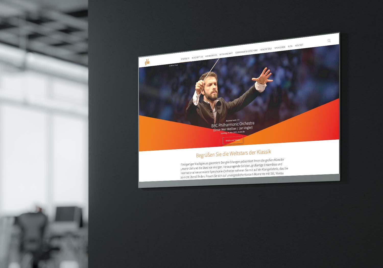 Interaktives Display zeigt Homepage des gVe aus Erlangen
